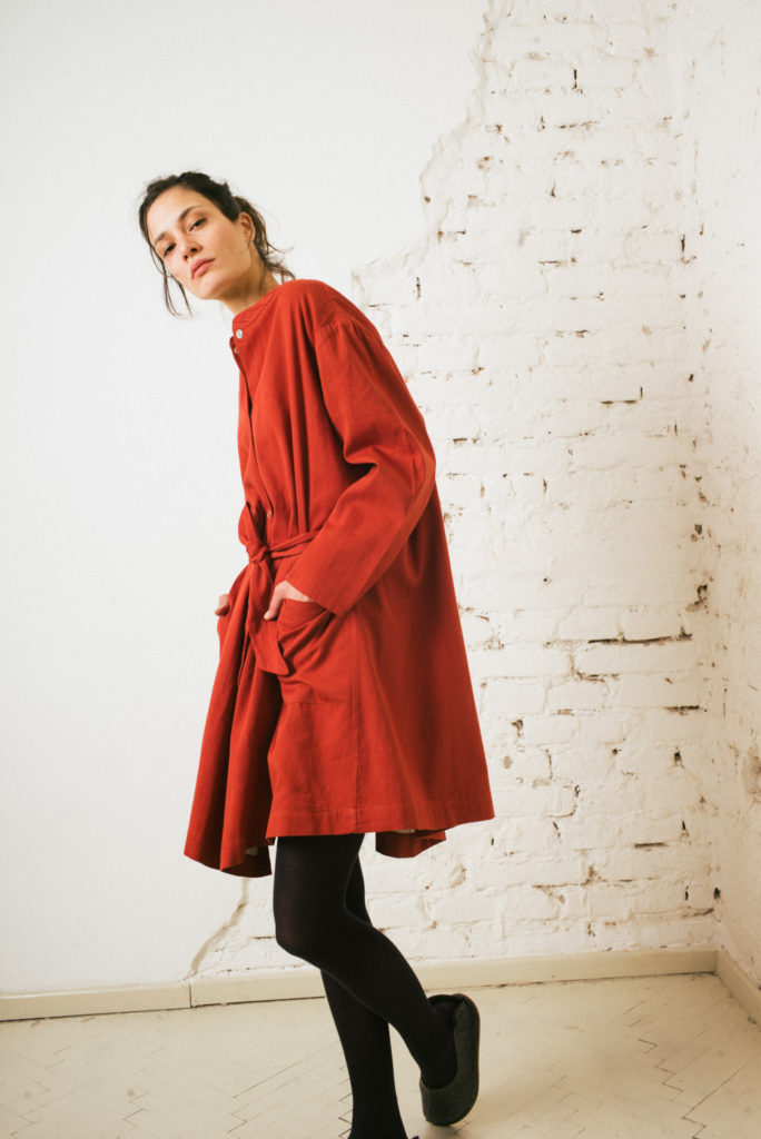Voluminous cotton twill jacket / dress in rust