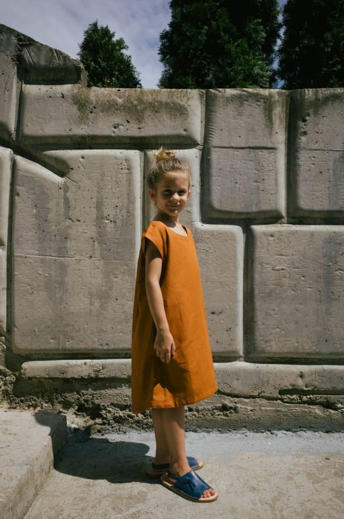 Sleeveless cocoon dress with gathered back yoke
