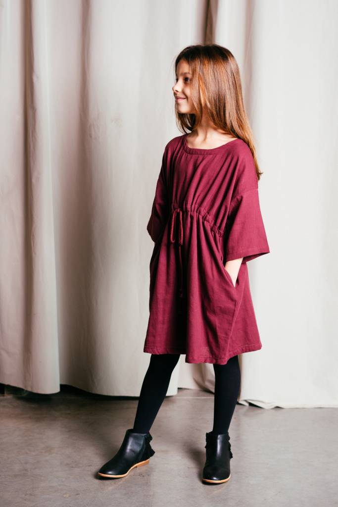 Loose-fitting dress in organic cotton sateen.