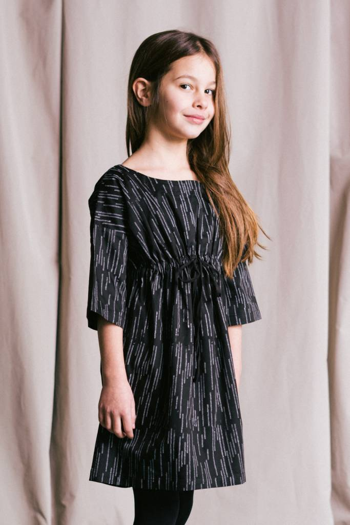 Loose-fitting dress in organic cotton sateen with natural block print.