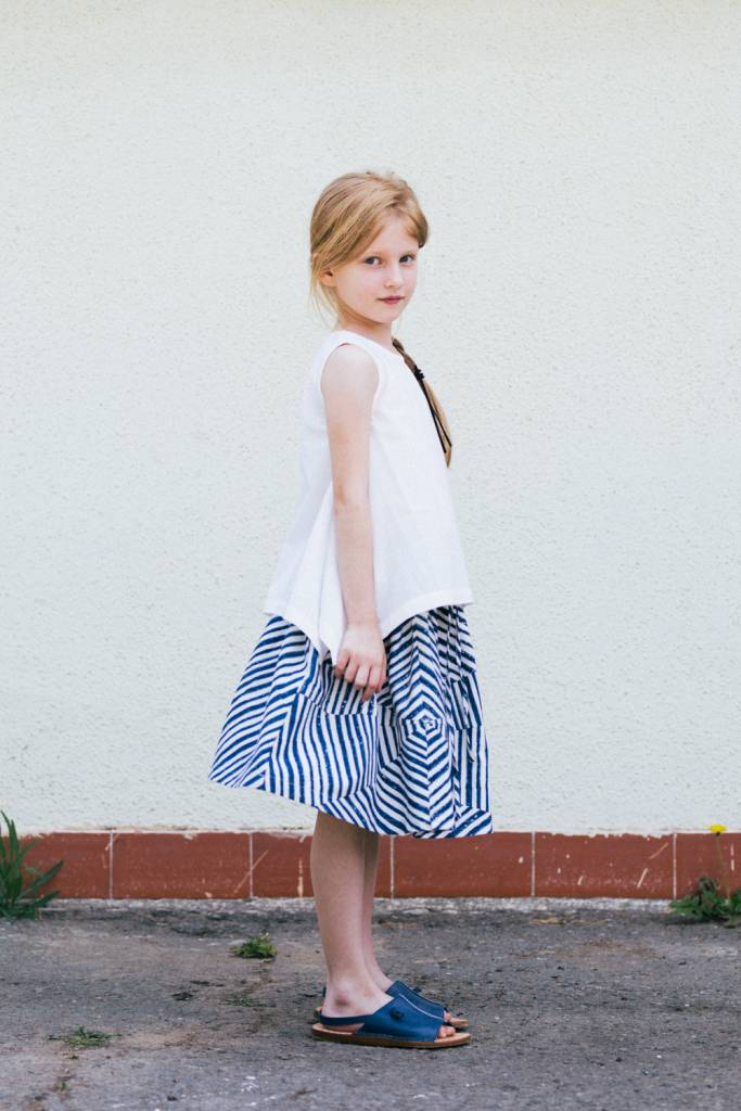 Converging striped elastic waist skirt.