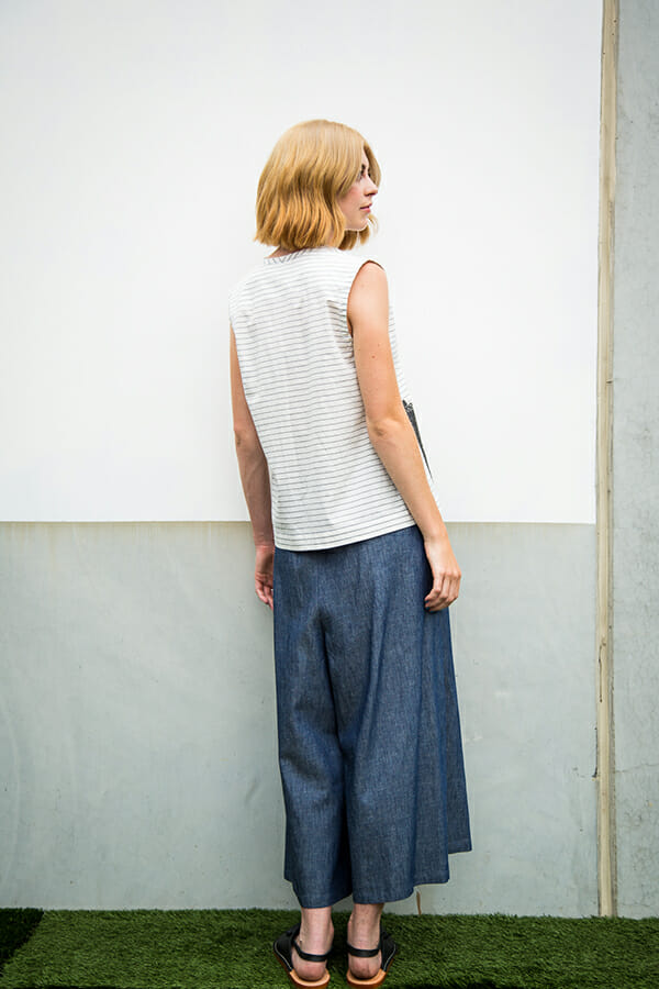 Culotte in cotton / linen chambray with loose fit, elastic waist and tie closure