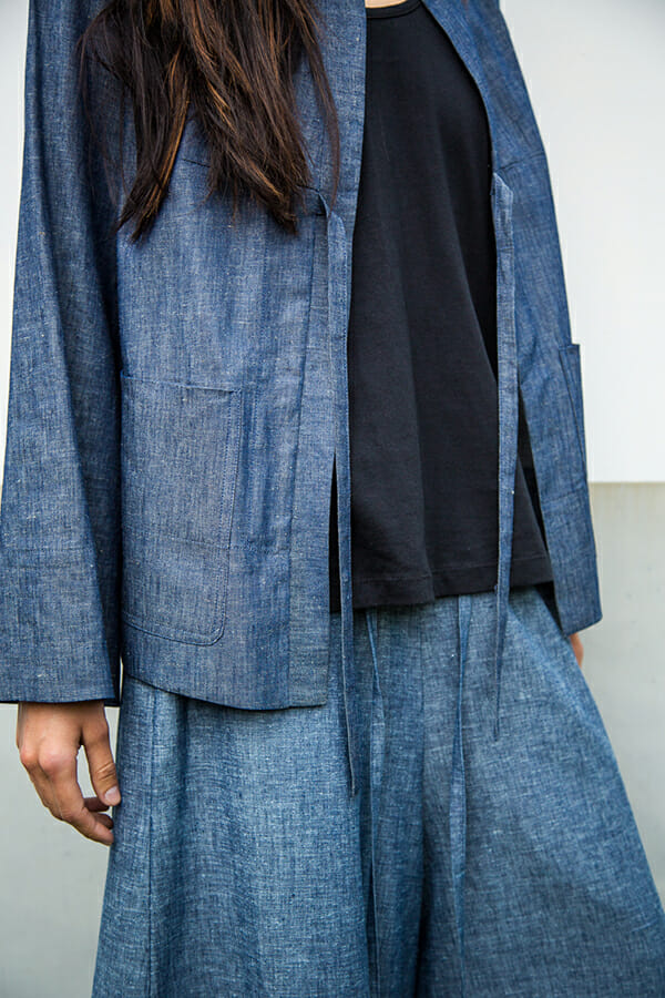 Typo Jacket in light cotton denim with front pockets and tie closure