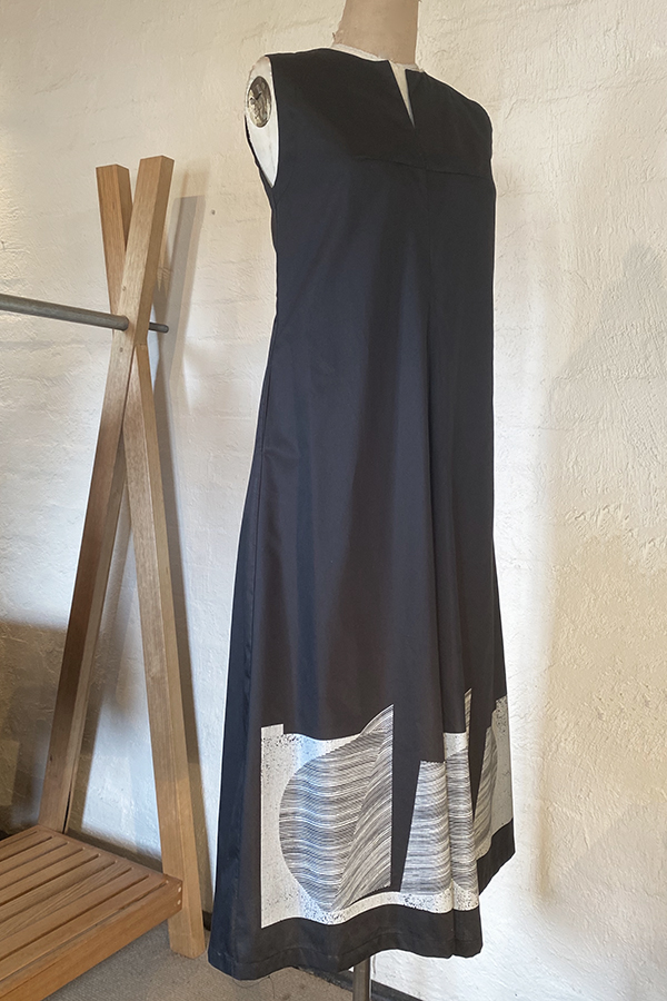 sleeveless summer dress with placement print